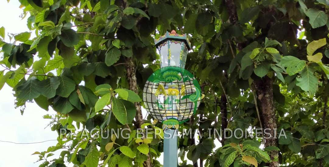Mempercantik Taman dengan tiang Lampu Dekoratif