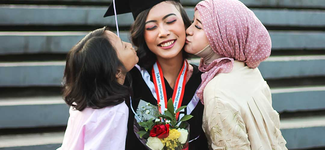 5 Tips for Graduation Alone Makeup at Home